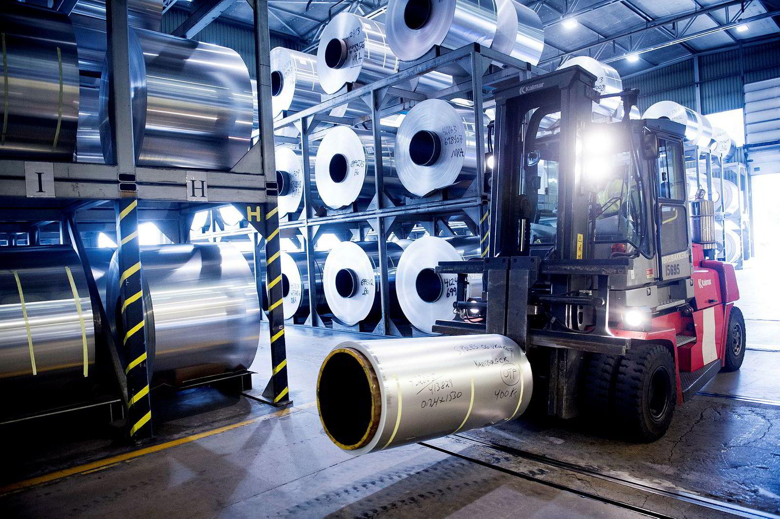 Ved Hydros fabrikk i Holmestrand produseres det valsede produkter.