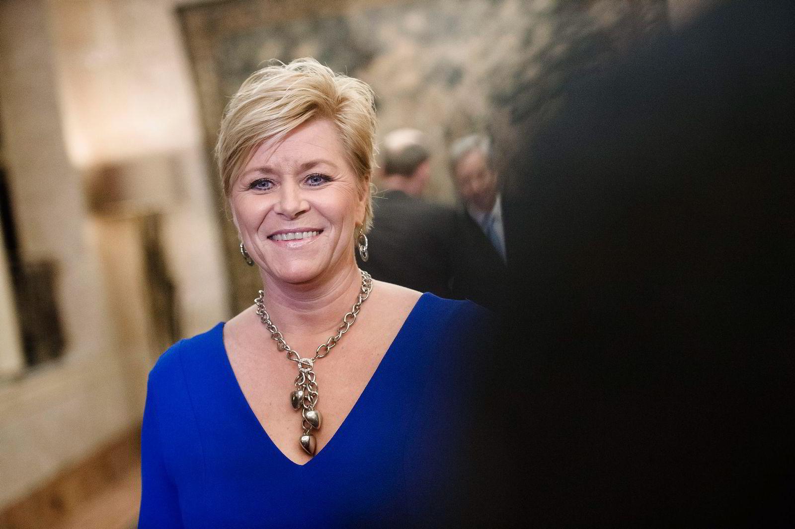 Siv Jensen poster aldri noe på sosiale medier hun ikke kan snakke med journalister om. Foto: Hampus Lundgren
