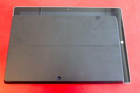 Her er en sammenligning mellom Surface Pro 2 og Surface Pro 3. Skjermstørrelsene er 10 tommer mot 12 tommer.