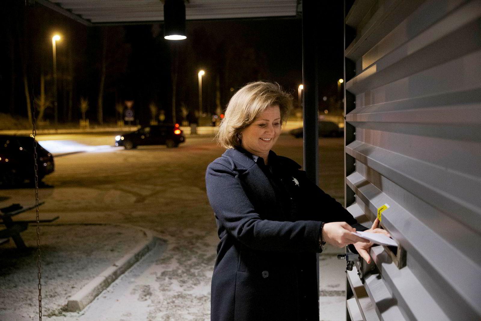 Annette F. Lier hadde lite lyst til runder med prøvekjøring, papirarbeid og ansvar for feil etter salg. – Jeg kastet inn nøkkelen i går, og nå ser jeg ikke den bilen igjen, sier hun.