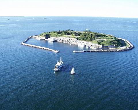 Kings Island, Danmark, ligger utenfor København, og er på 68 mål. Den har en prisantydning på 10 millioner euro.