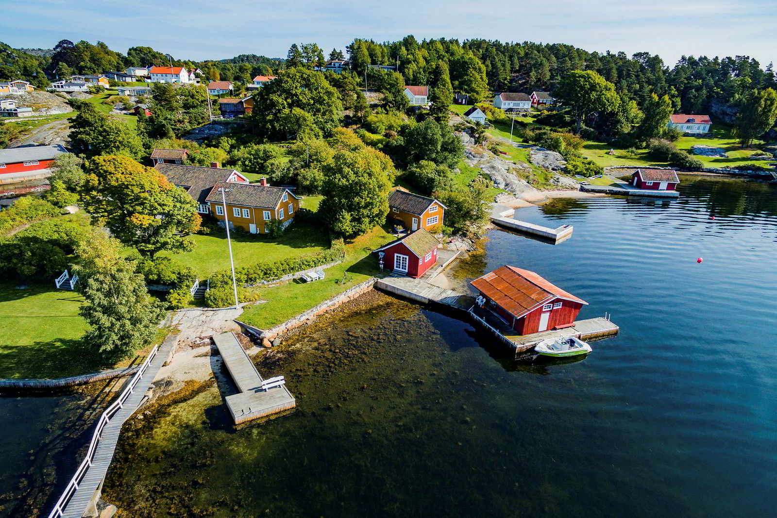 Den fem mål store eiendommen på Bærø i Kragerø ble etter budrunde denne uken solgt for 12 millioner kroner, 5,5 millioner kroner under prisantydning.