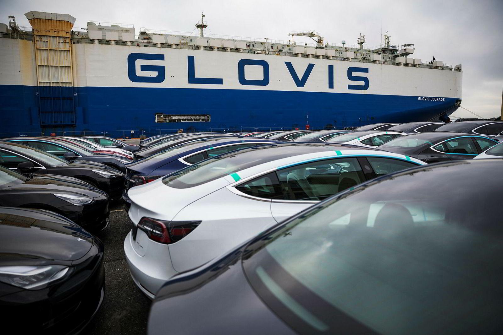 Teslaene parkeres på bryggen før de sendes til Lillestrøm for klargjøring.