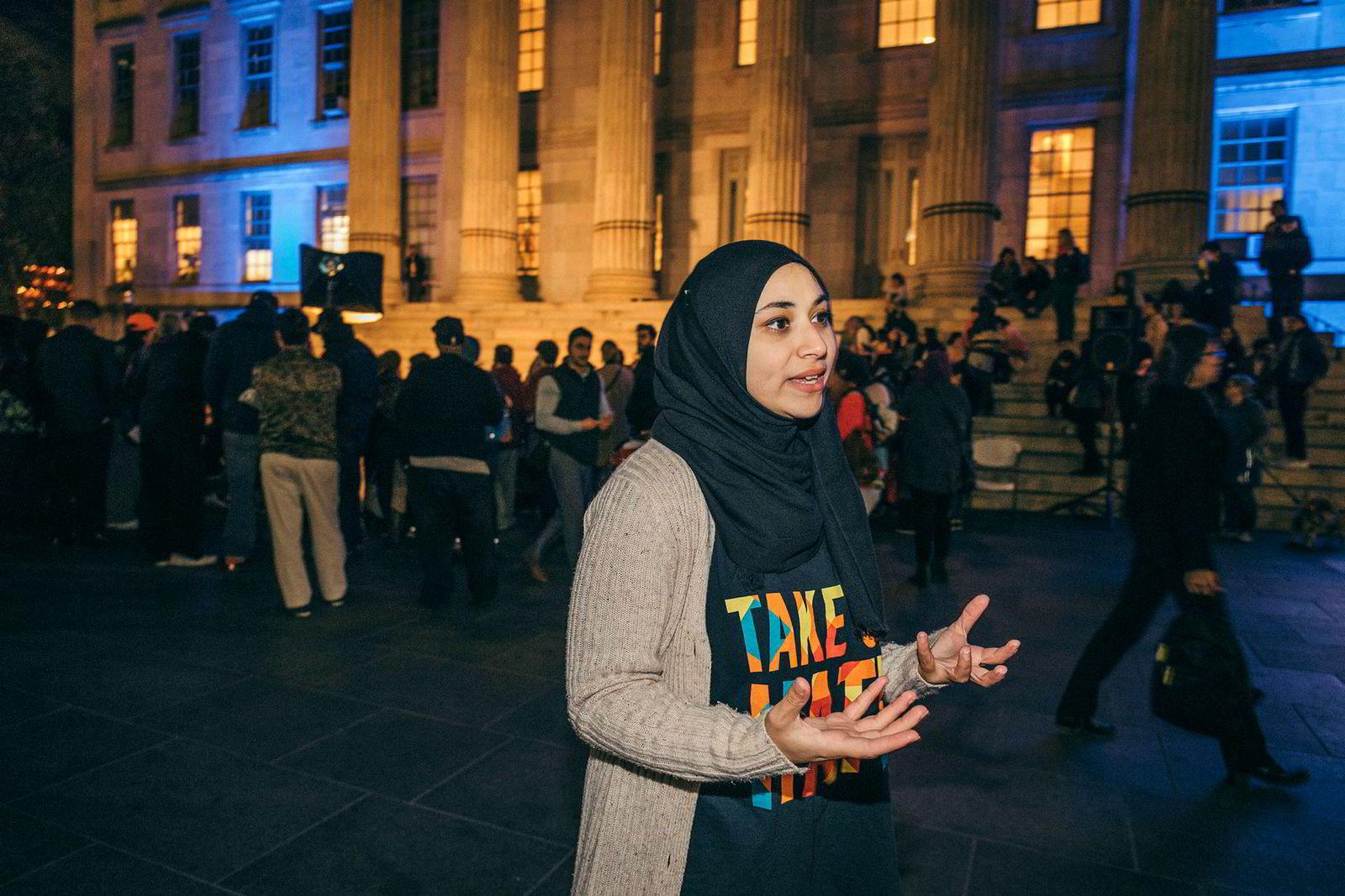 I Brooklyn mener Aber Kawas (25) fra organisasjonen Arab American Association of New York (AAANY) at Trump bruker terrorangrepet for hva det er verdt politisk.