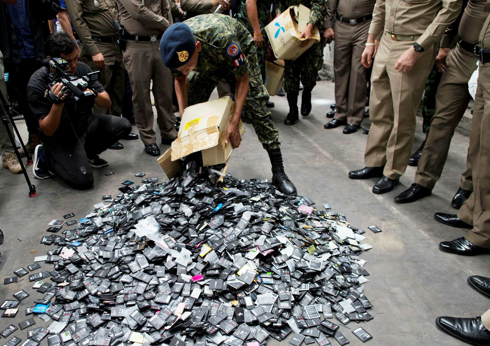 Myndighetene i Thailand vurderer et totalforbud på import av elektronisk avfall. Her fra en fabrikk som er beskyldt for å importere elektronisk avfall i Bangkok.