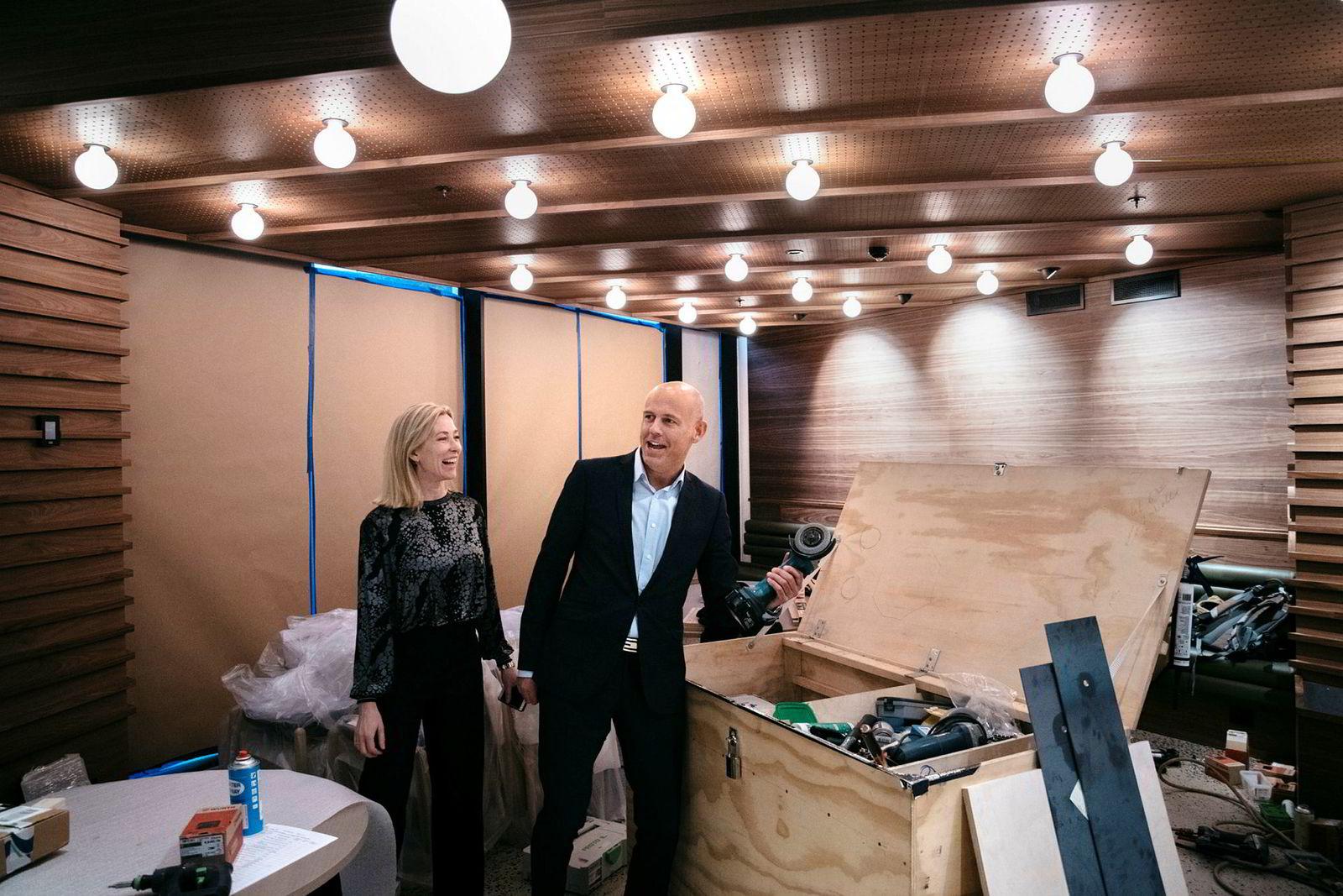 Utleiesjef Ingrid Moe og administrerende direktør Leif Arne Røsnes i Braathen Eiendom gleder seg til restaurantlokalene i Haakon VII-gate er klare. Mandag åpner dørene.