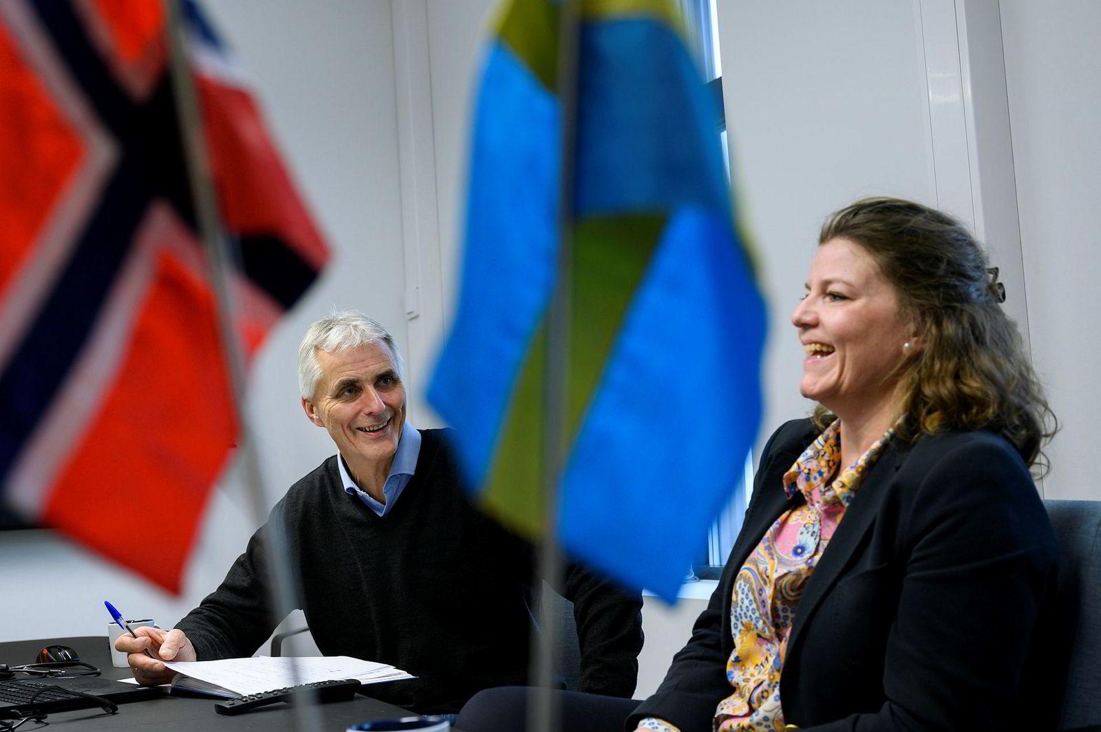 – Da vi tok juleferie i 2015 hadde vi fått strømmåler-kontrakter på nesten 650 millioner kroner, sier daglig leder Bent Kvannli i Smartservice Norge. Til venstre daglig leder Nan Rogstad i Smartservice Nordic Contractors AB.