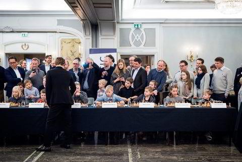 Verdensmester i sjakk Magnus Carlsen under et arrangement i regi sponsoren Arctic Securities der han møtte barna til noen av Arctics gode kunder.
