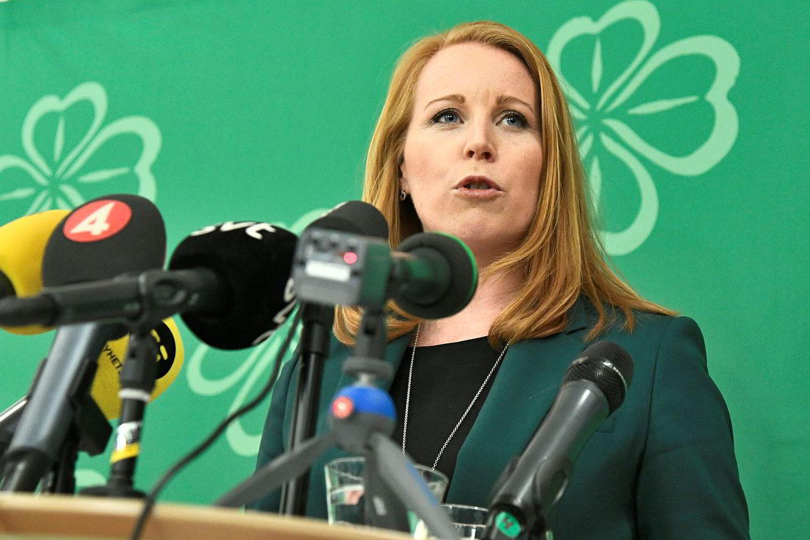 Partileder Annie Lööf i Centerpartiet har fått tilstrekkelig støtte i partiet til å bytte side.