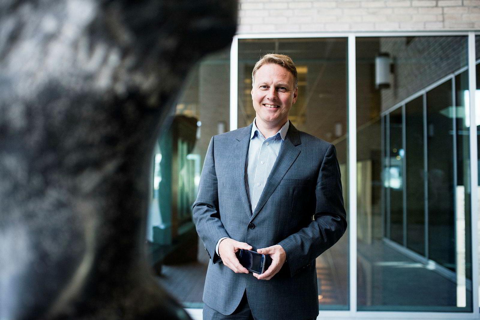 Konserndirektør Trond Bentestuen i DNB tror ikke lukking av filialer har påvirket kundeveksten særlig og mener sparebankene overdriver effekten.