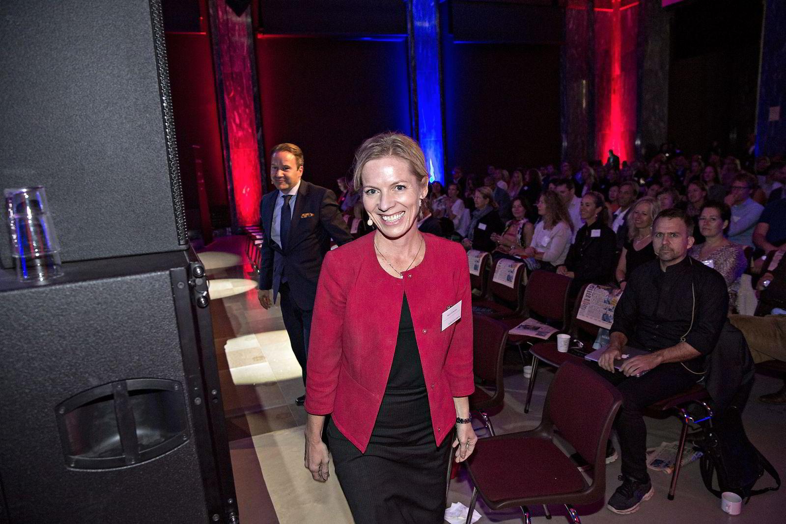 Paneldebatt med bl.a. Lars Erik Grønntun (CEO i Hill+Knowlton EMEA) (bakerst) og Marte Gerhardsen (leder av Agenda).