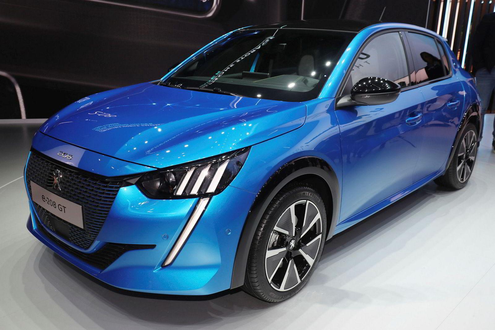 Peugeot E-208 forventes en pris på rundt 300.000 da den kommer i starten av neste år. På ett døgn har 800 nordmenn betalt for å stå på venteliste.