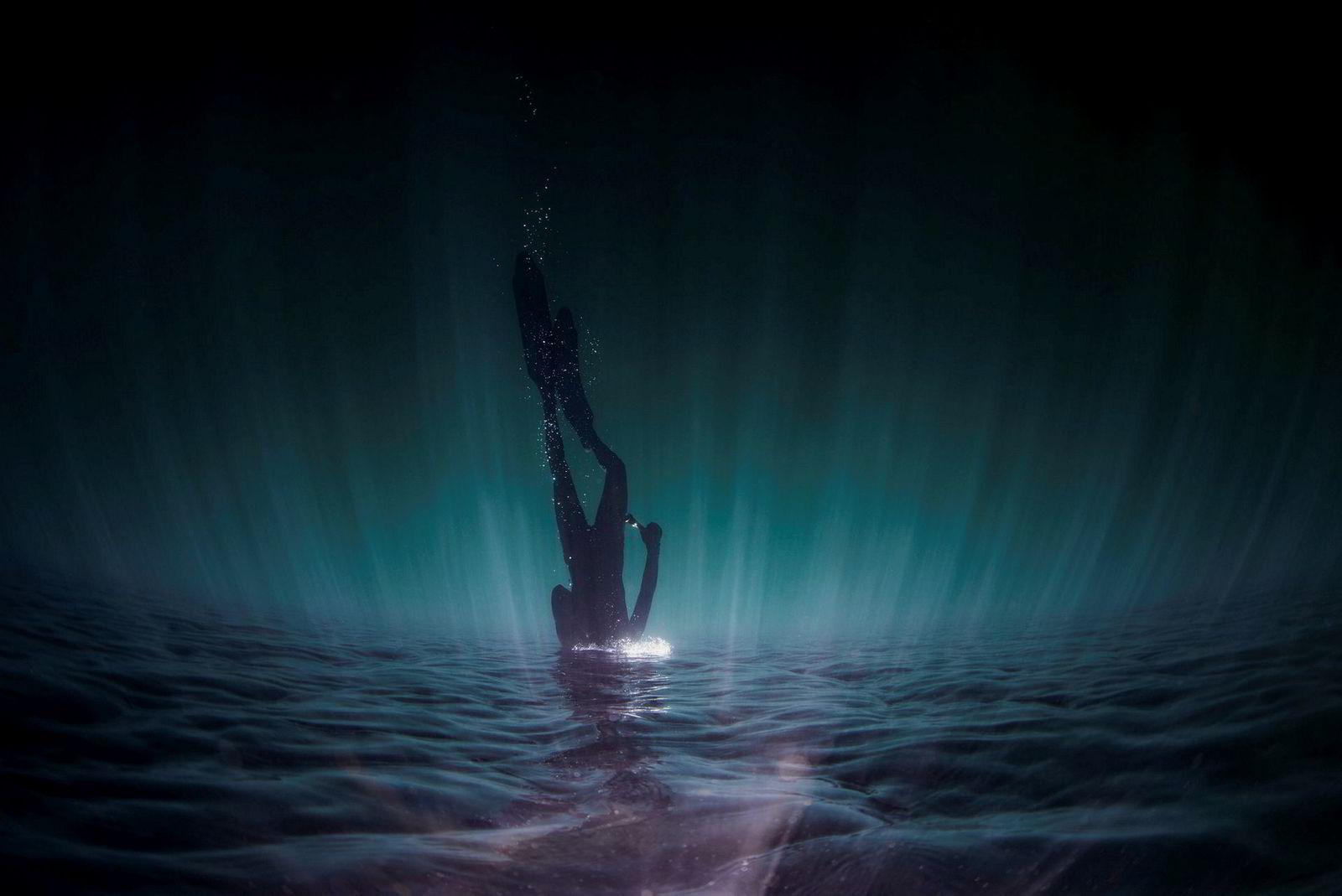 Lys som treffer overflaten skaper helt spesielle forhold for fotografering.