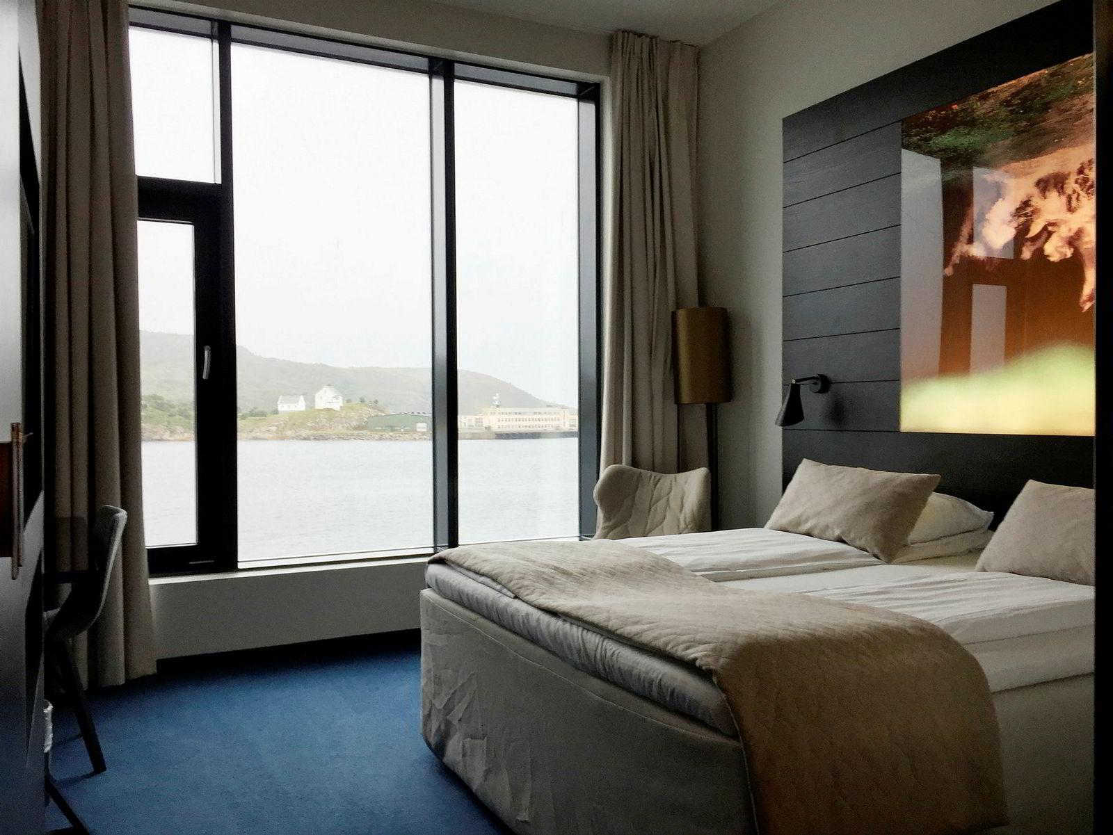Rommet med sjøutsikt er en positiv opplevelse og en myk seng sørger for en god natts søvn.