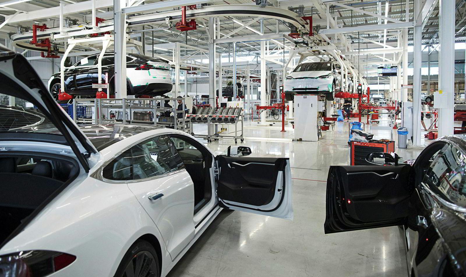 Tesla Model X for det europeiske markedet blir montert i Nederland.