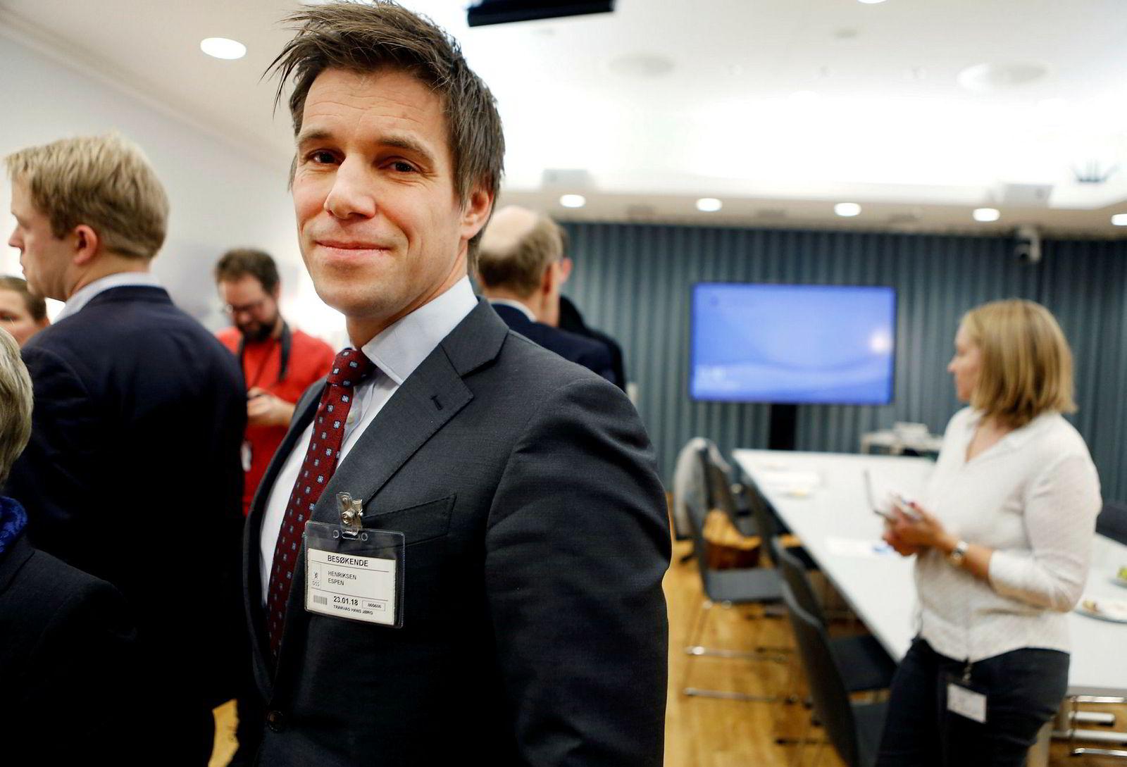 – Hvorfor vil en hedgefondforvalter forvalte et indeksfond? sier Espen Henriksen ved Handelshøyskolen BI.