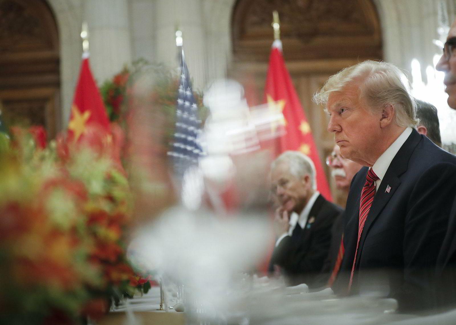 USAs president Donald Trump hører på Xi Jinpings tale under G20-møtet i Buenos Aires i Argentina lørdag.