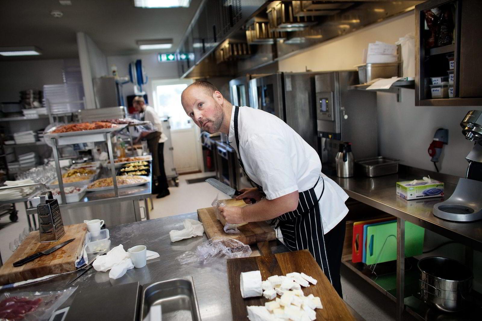 Andreas Myhrvold har erfaring fra kokkelandslaget og en rekke stjernerestauranter. Nå vil han lage sjømat i strandkanten.
