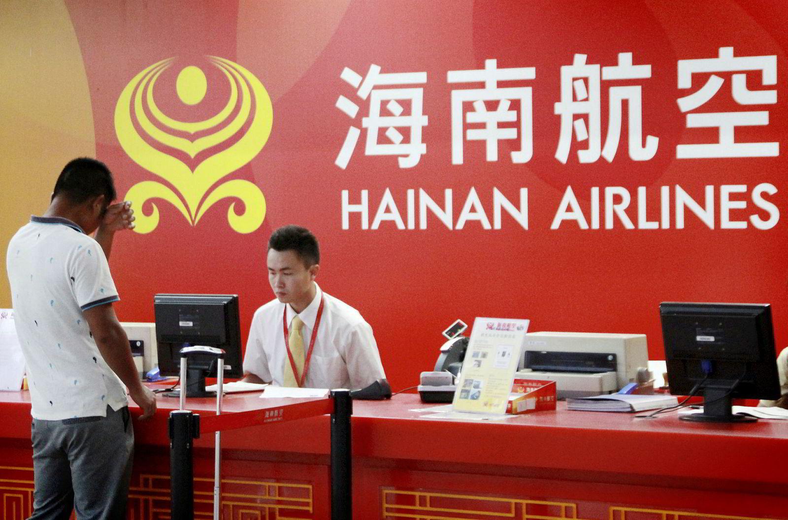 Hainan Airlines er et av de største flyselskapene i Kina, men ikke medlem av de tre store alliansene: Star Alliance, Oneworld eller Skyteam.
