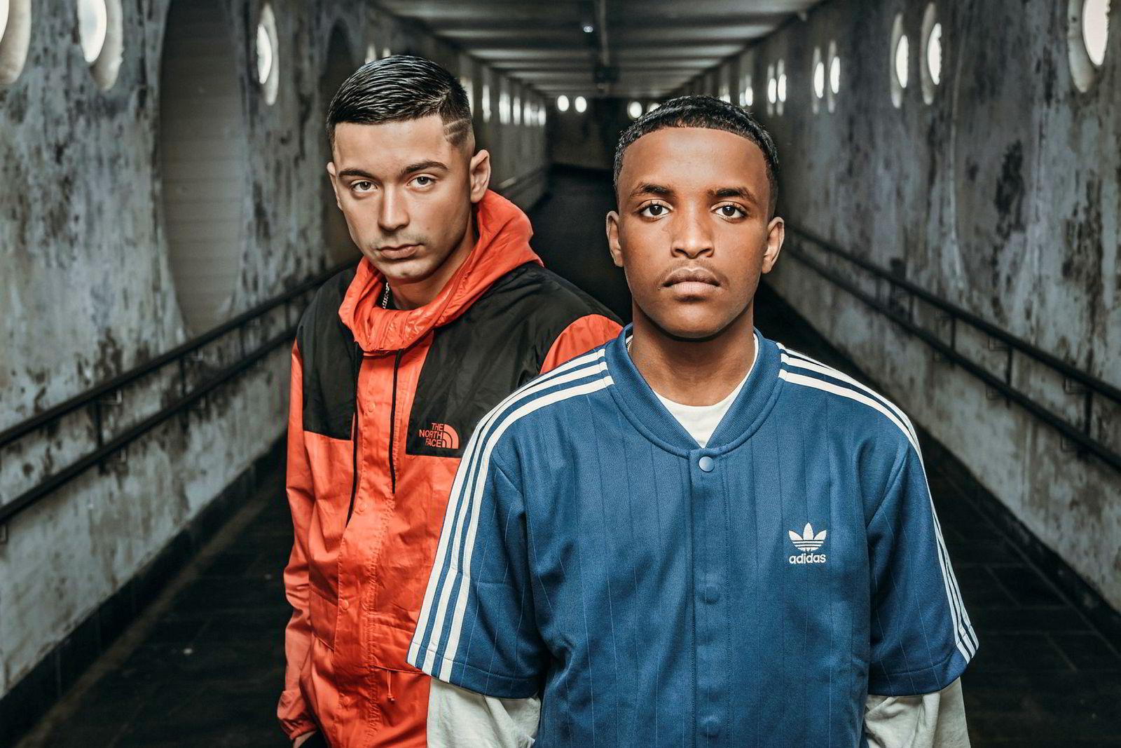 Hovedkarakteren «Abdi» i «17» spilles av Mohammed Aden Ali (til høyre). Serhat Yildirim spiller bestekompisen «Emrah».