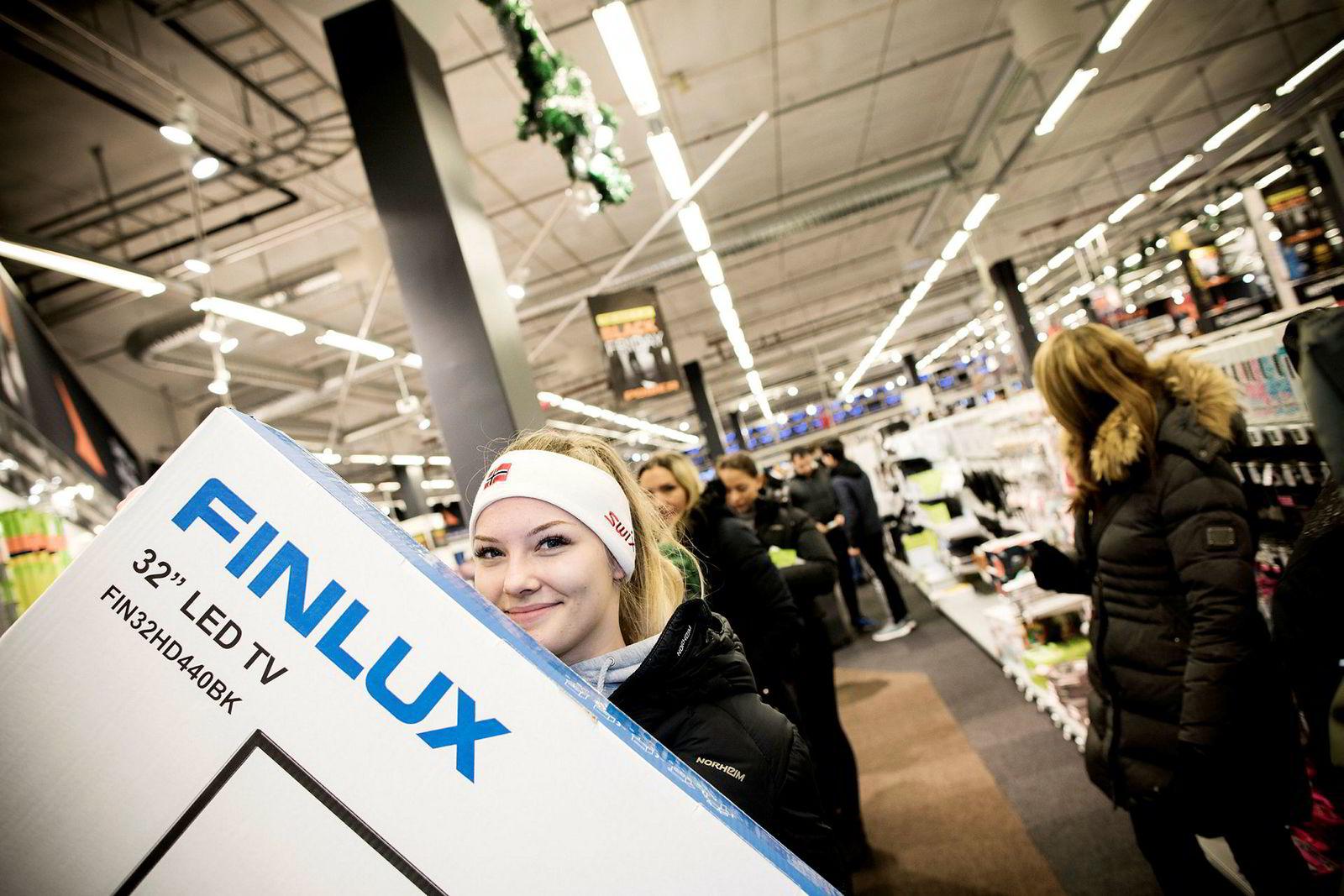 Marta Gatalska sto i kø i seks timer og var fornøyd med å sikre seg ny tv til 499 kroner.