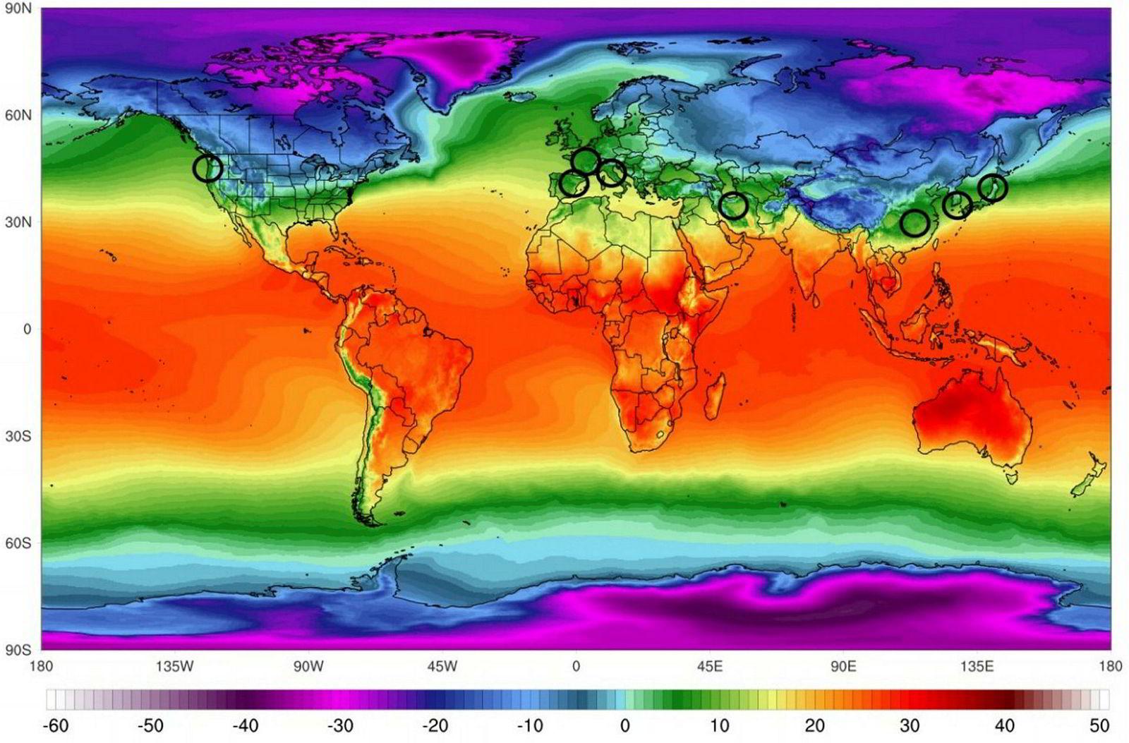 Klimaet kan avgjøre begrense spredningen av koronaviruset. Forskere forsøker å få svar på om høy temperatur og høy luftfuktighet bremser spredningen av koronaviruset. De største utbruddene har skjedd langs et belte nord for 22,5 grader nord – fra Japan, Sør-Korea og Kina i Asia, via Iran, Italia og til USA (avmerket).