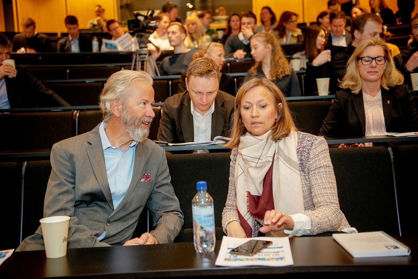 Fra venstre: Styreleder Ole Jacob Sunde i Schibsted asa og ny sjef for Schibsted Publishing, Siv Juvik Tveitnes.