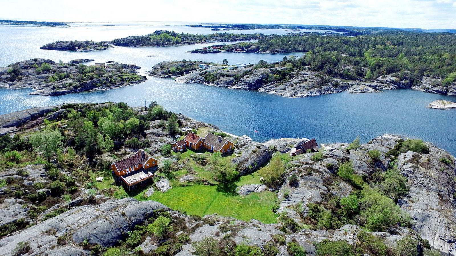 Strandeiendommen lengst ut i Kragerø-skjærgården består av tre hus på til sammen 320 kvadratmeter.
