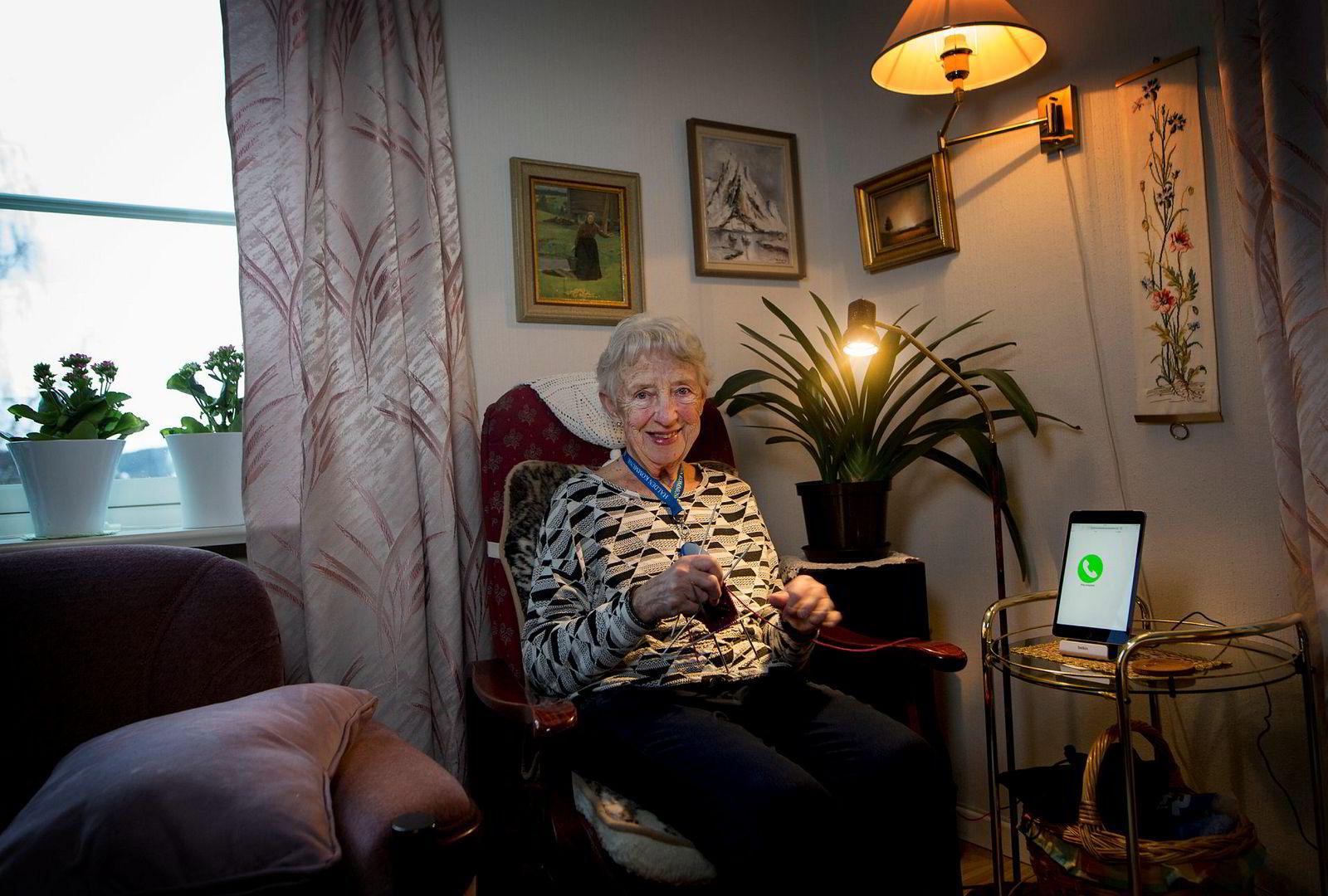 Karin Svenningensen synes det er fint å kunne rehabiliteres hjemme i egen leilighet.