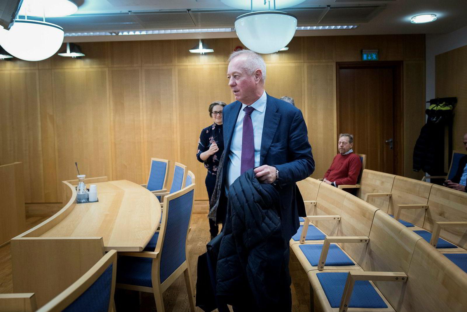 Bostyrer Tom Hugo Ottesen i advokatfirmaet Kvale gjennomfører tirsdag morgen første skiftesamling i konkursboet Norske Skogindustrier asa.