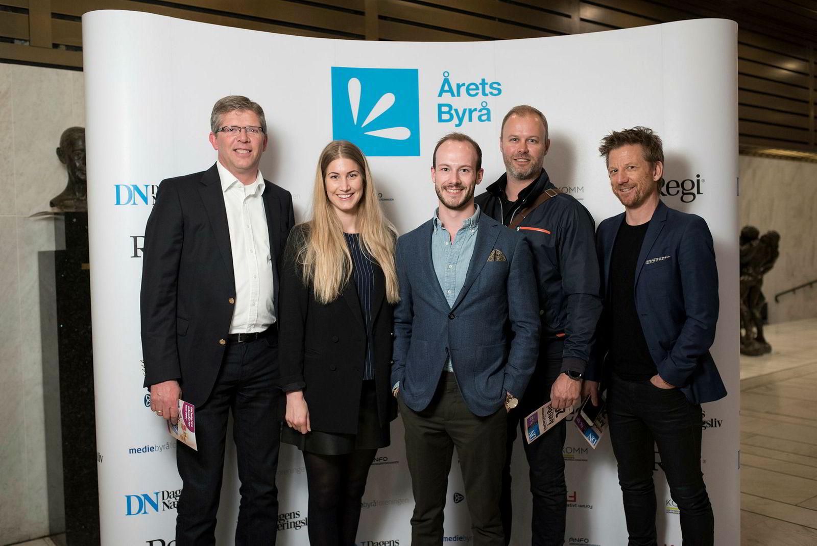 Fra venstre: Henning Braathen, Mari Evju, Aleksander Steinsvik, Stian Jansen og Pelle Stenson i medibyrået Carat.