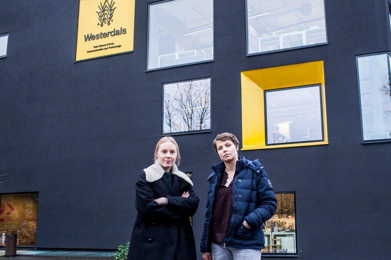 Westerdals-studentene Siri Nerbø (29), til venstre, og Johanna Raita (35) er ikke fornøyd med opplysningene fra skoleledelsen.