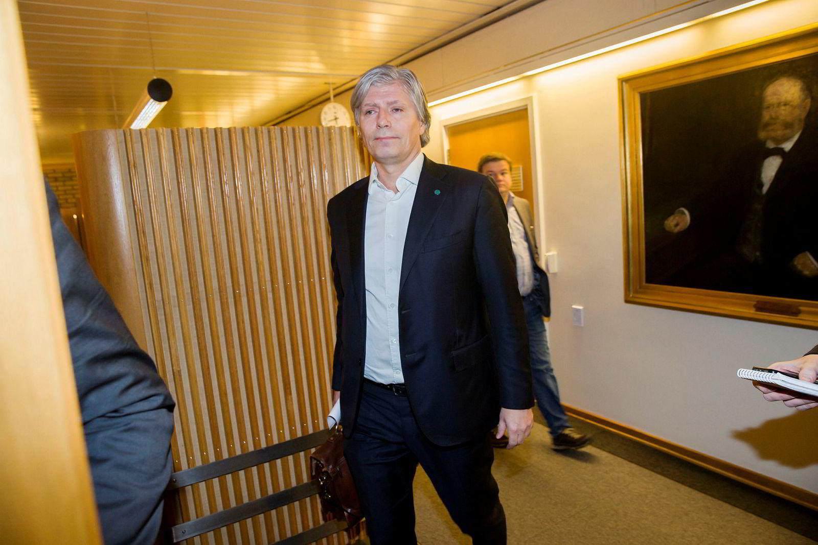 Nestleder Ola Elvestuen i Venstre er overrasket over at Miljødirektoratet nå er pålagt å destruere genmaterialet.