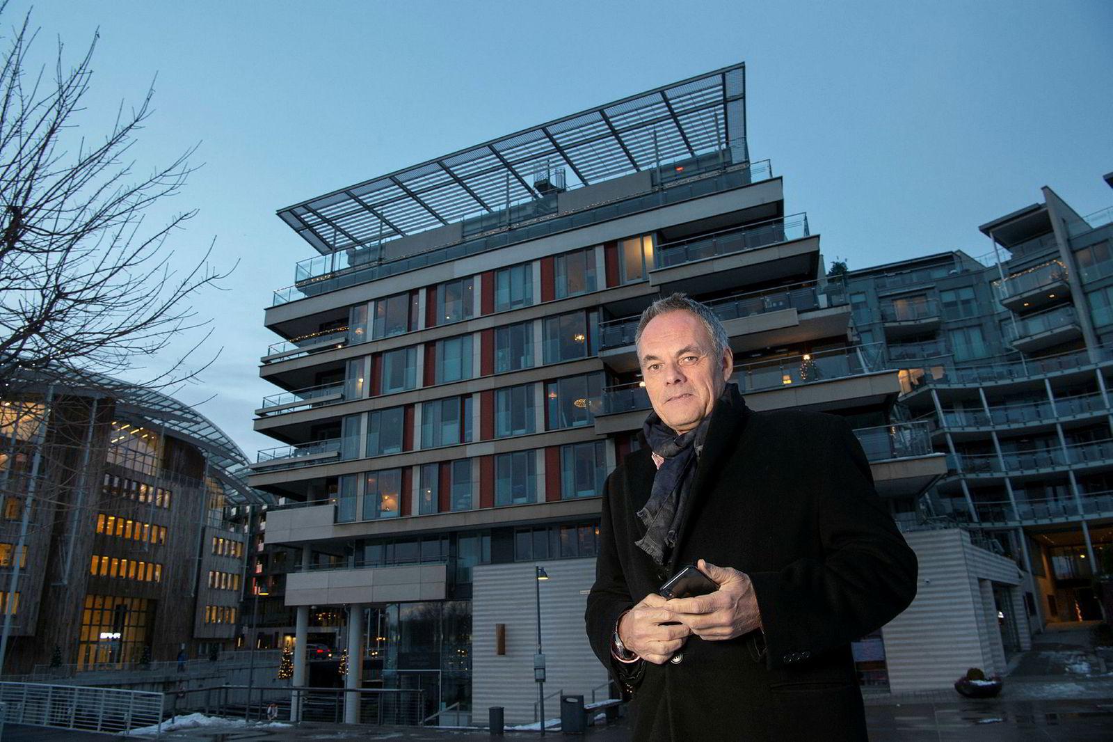 Eiendomsmegler Nils Nordvik har solgt leiligheten til Einar Aas i toppetasjen av bygget i Strandpromenaden 5.