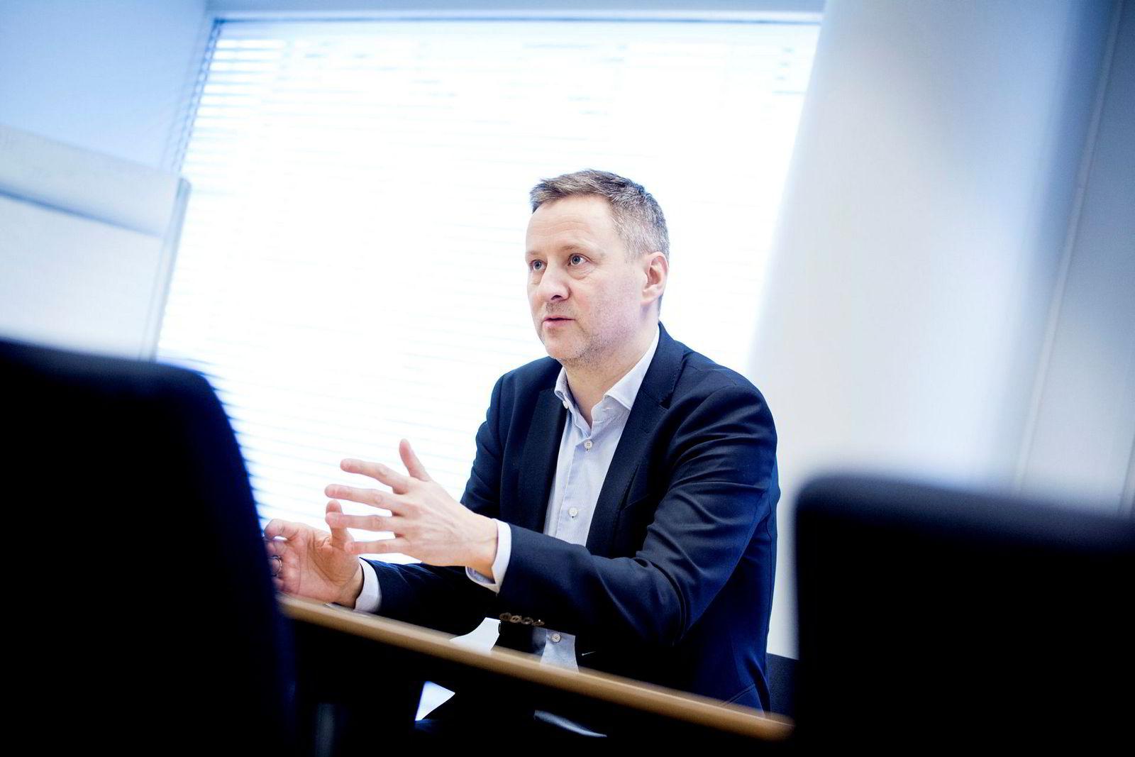 Sjeføkonom Frank Jullum i Danske Bank Markets venter at høyere oljeinvesteringer vil bidra til økt økonomisk vekst i norsk økonomi.