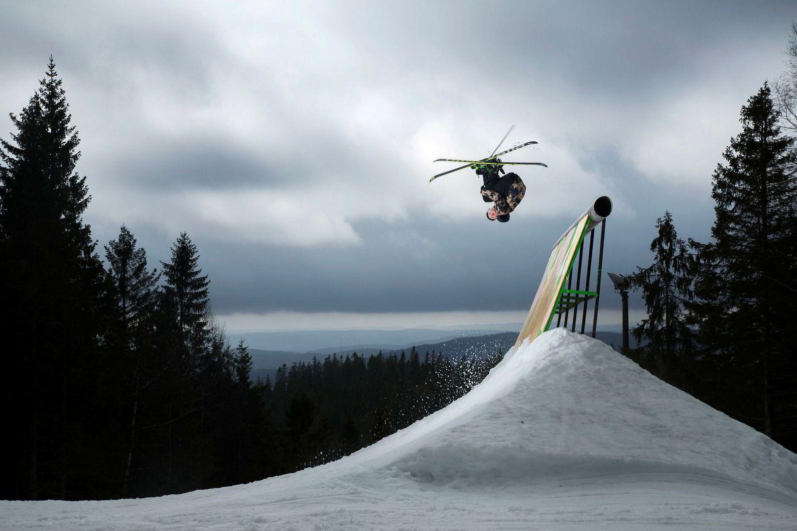 I sin jakt på OL-medaljer trener freeski-utøver Felix Usterud i time etter time på å kontrollere egen kropp mens han henger opp ned i luften. I Oslo Vinterpark finner han en av Norges morsomste terrengparker.