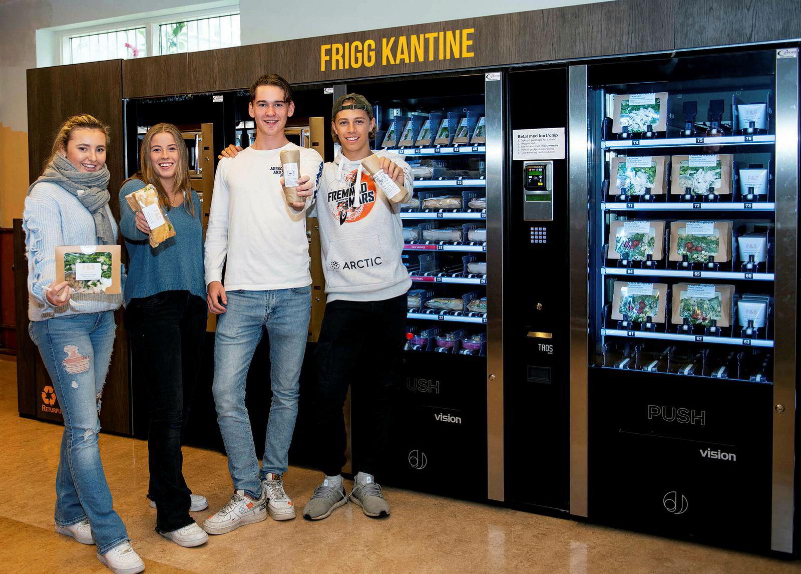 Fornøyd ungdom: Elevene ved Oslo Handelsgymnasium er godt fornøyde med den digitale kantineløsningen.