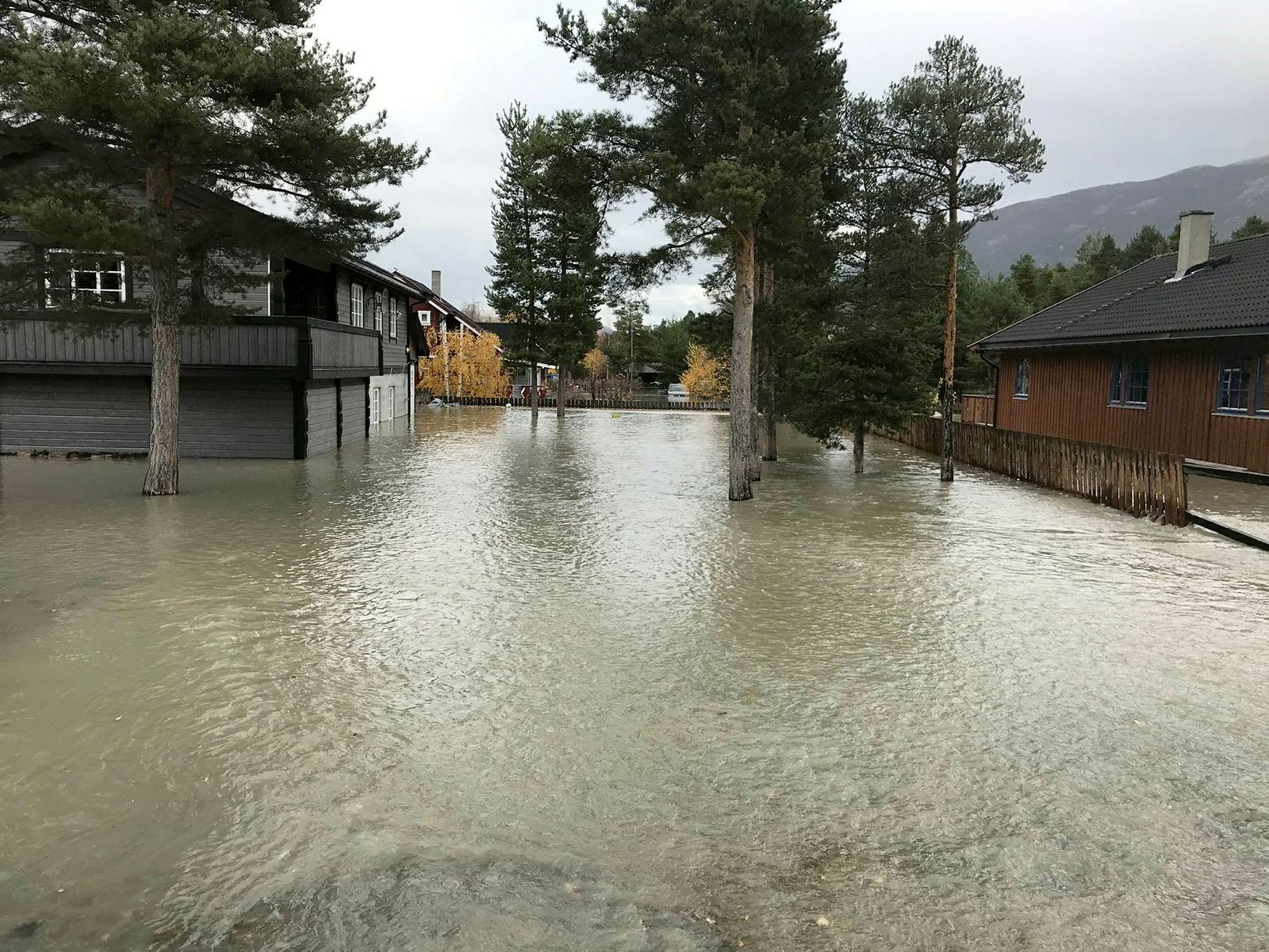 Byggefeltet Blåbærmyra i Bismo i Skjåk står i vann.