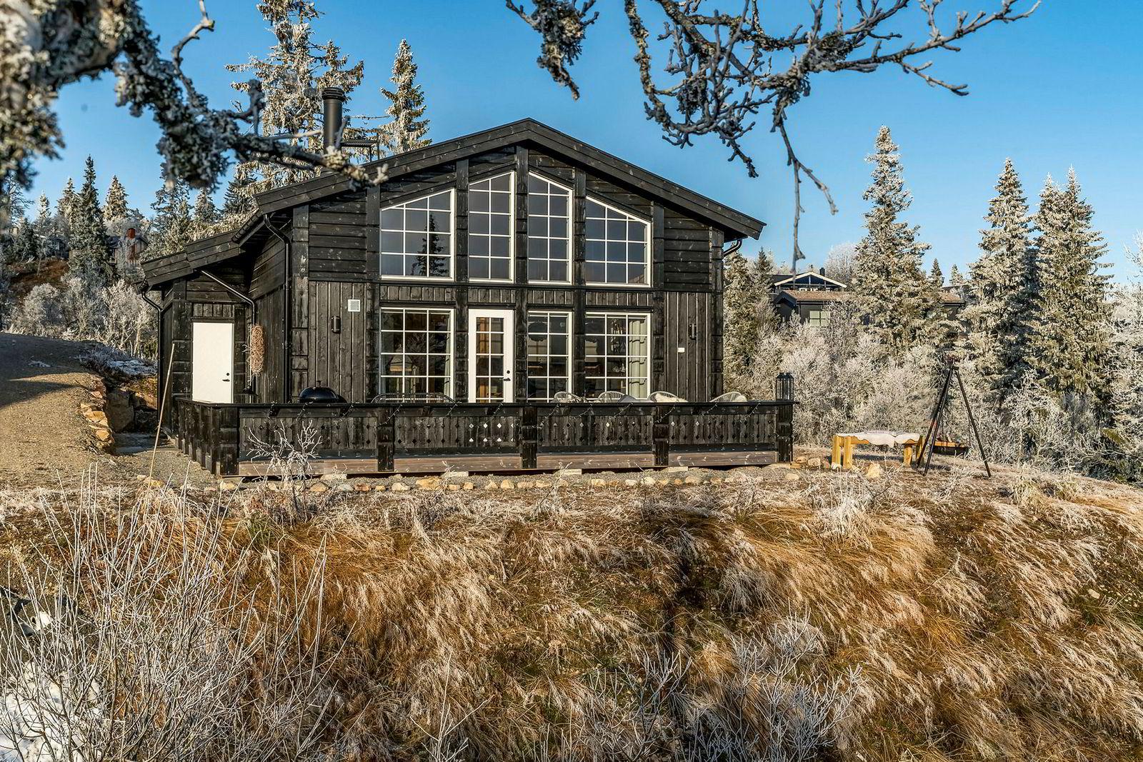 I mars 2017 ble denne 70 kvadratmeter store hytta i Fageråsen i Trysil solgt for 4,6 millioner kroner. I november i år ble den solgt på nytt for seks millioner kroner. Det har ikke vært oppgraderinger mellom de to salgene, ifølge megleren.