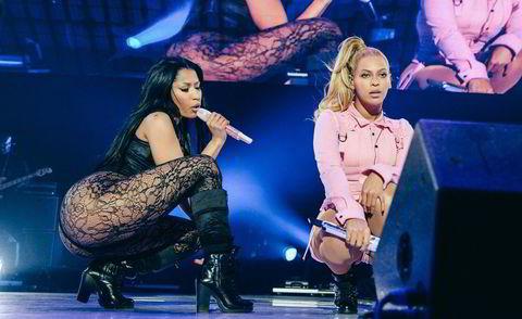 Nicki Minaj (t.h.) og Beyonce i duett på Tidal-konserten.
