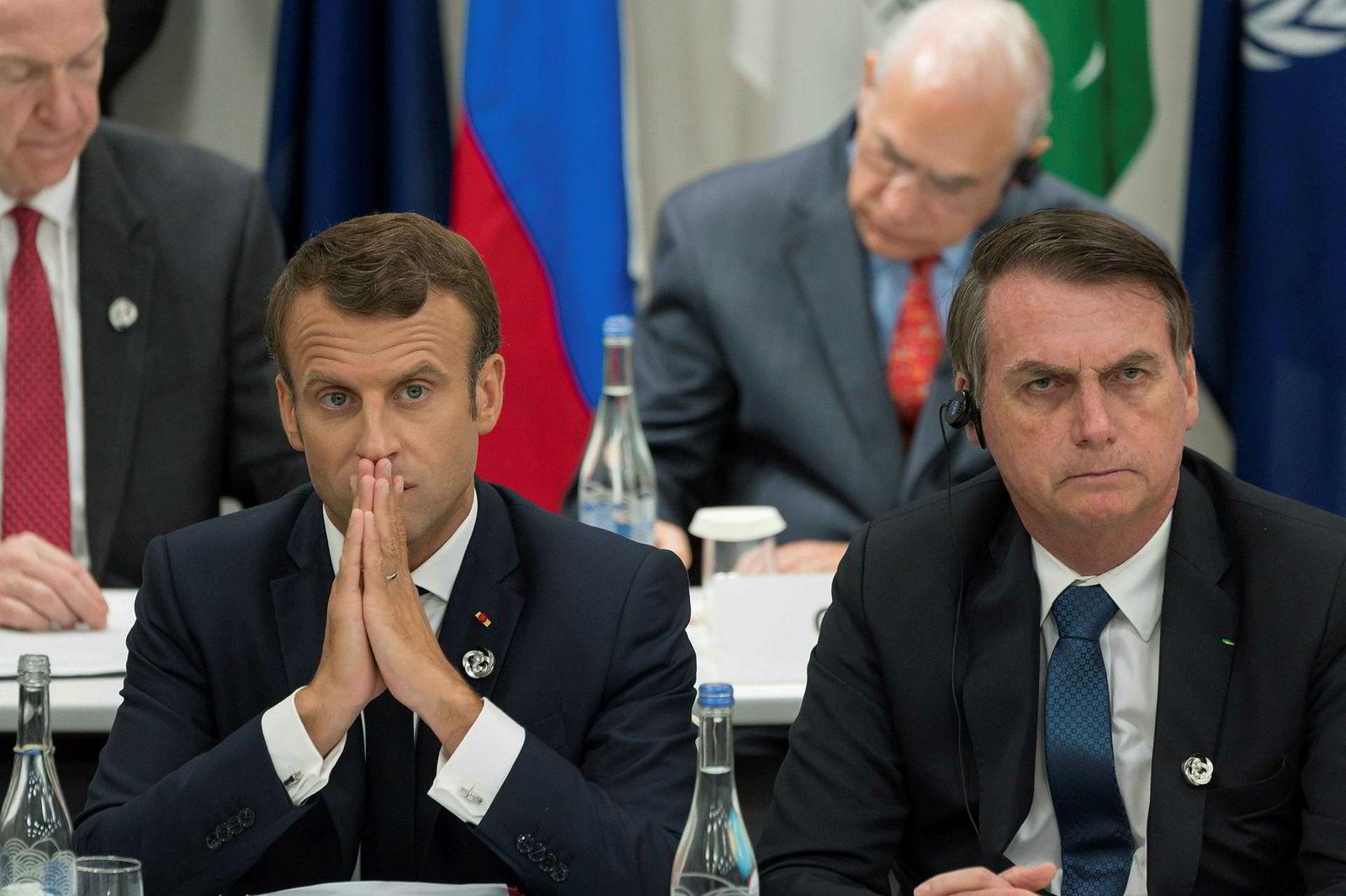 Frankrikes president Emmanuel Macron (til venstre) reagerer skarpt på kommentaren kollega Jair Bolsonaro har postet på Facebook om Macrons kone. I juni møttes de to på G20-møtet I Osaka.