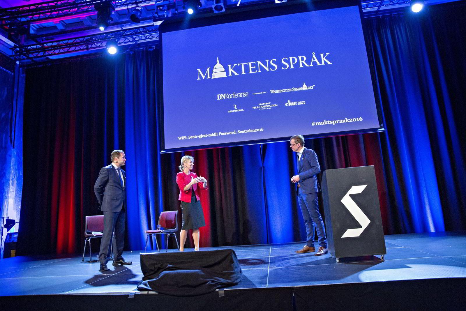 Paneldebatt med bl.a. Lars Erik Grønntun (CEO i Hill+Knowlton EMEA) (til venstre) og Marte Gerhardsen (leder av Agenda). Ledet av Kjetil B. Alstadheim.                 Maktens Språk, DN Konferane på Sentralen.