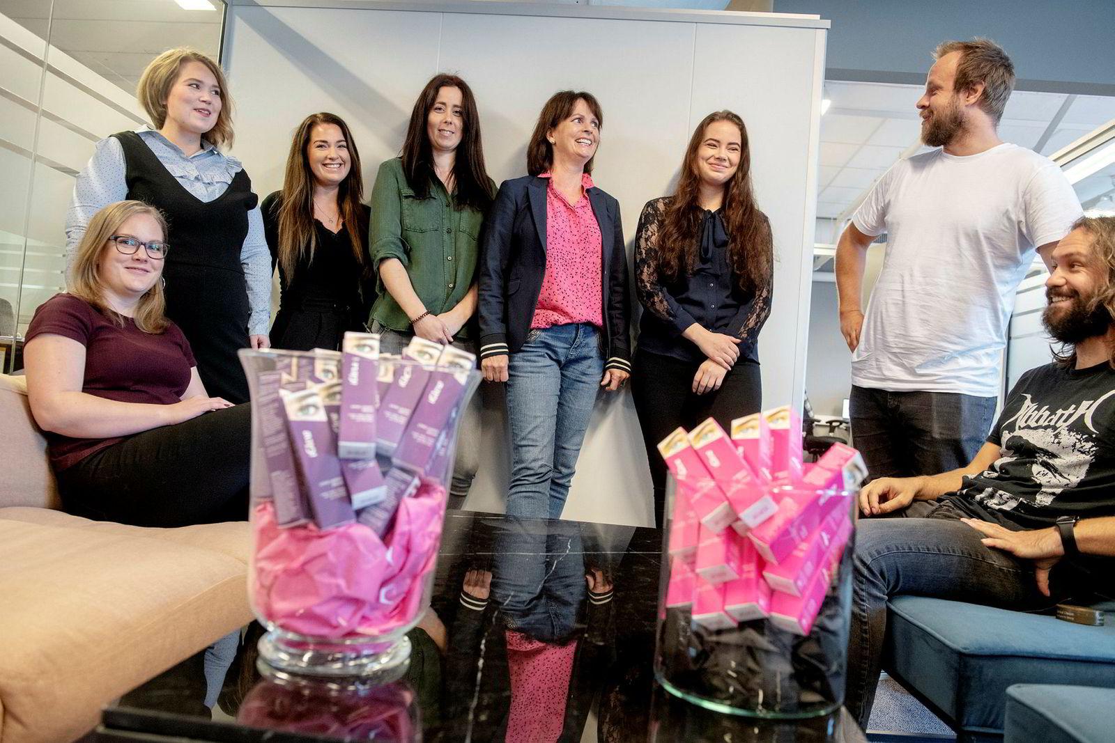 Iglow er blitt en suksessrik gründerbedrift med åtte ansatte. Fra venstre Lone H. L. Hoel, Hanne Carlsen, Renate Quam, Jenny Sæbø, Elin Reed Bratten, Iselin Isaksen, Geir Laland og Leiv-Arvid Reed Lunga.