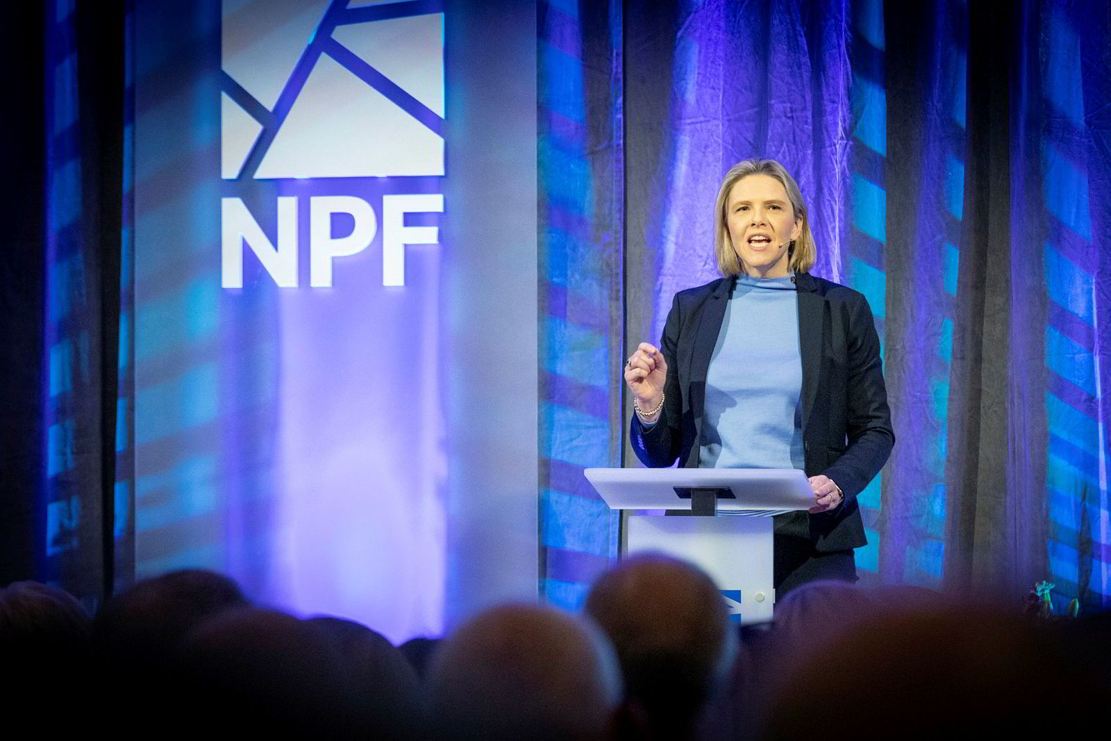 Olje- og energiminister Sylvi Listhaug annonsertre utdelingene under sitt besøk på bransjetreffet Oljeindustripolitisk Seminar i Sandefjord tirsdag.