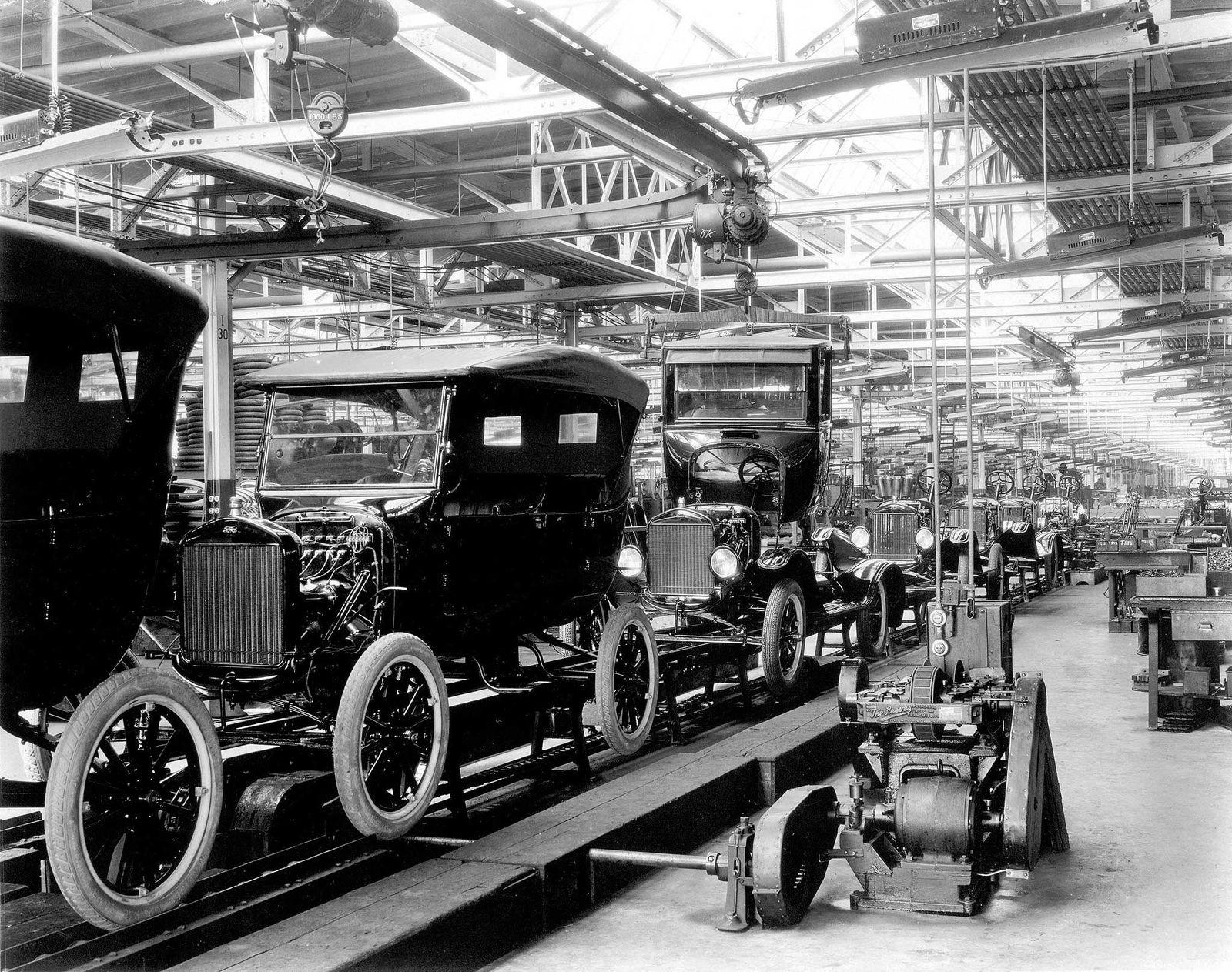 Fords T-Modell tok knekken på hest og vogn. Nå kan elbilene gjøre det samme mot de fossile-bilene. Her bilde av T-Fords nummer 10 millioner fra samlebåndet den 4. juni 1927.Foto: AFP/For Motor Company