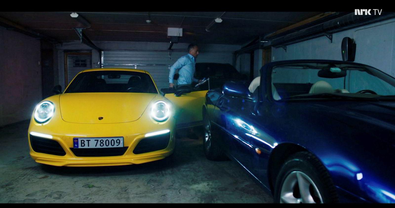 Karakteren Jeppe Schøitt (Jon Øigarden) kjører en gul Porsche 911T.