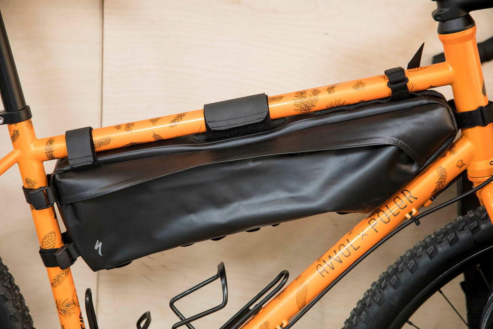 Nye sykkelvesker som kan festes på rammen gjør mini-utflukter med overnatting mulig. Denne typen rommer åtte liter.