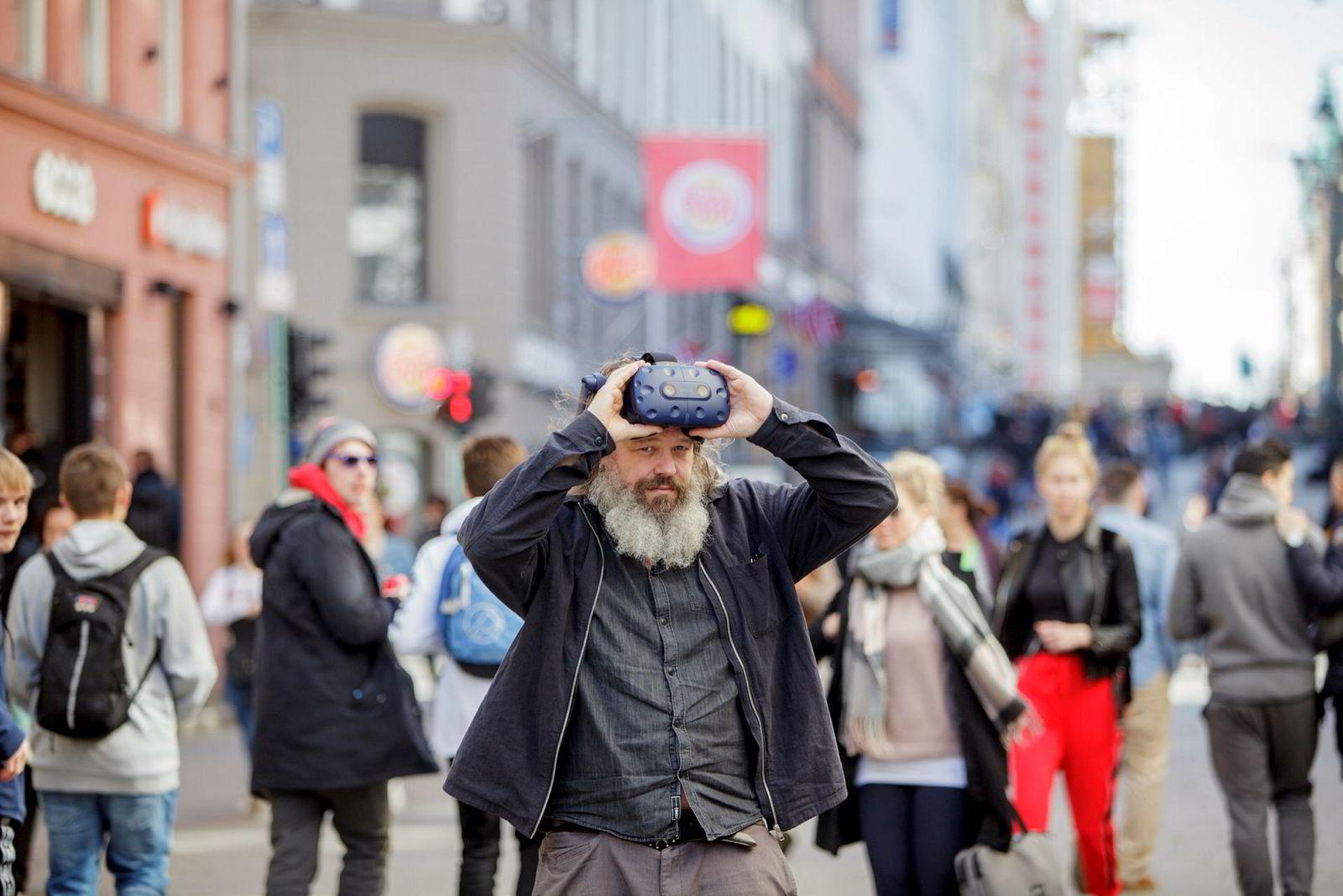 Torgeir Waterhouse tror ikke dagens VR-briller vil være løsningen på sikt.