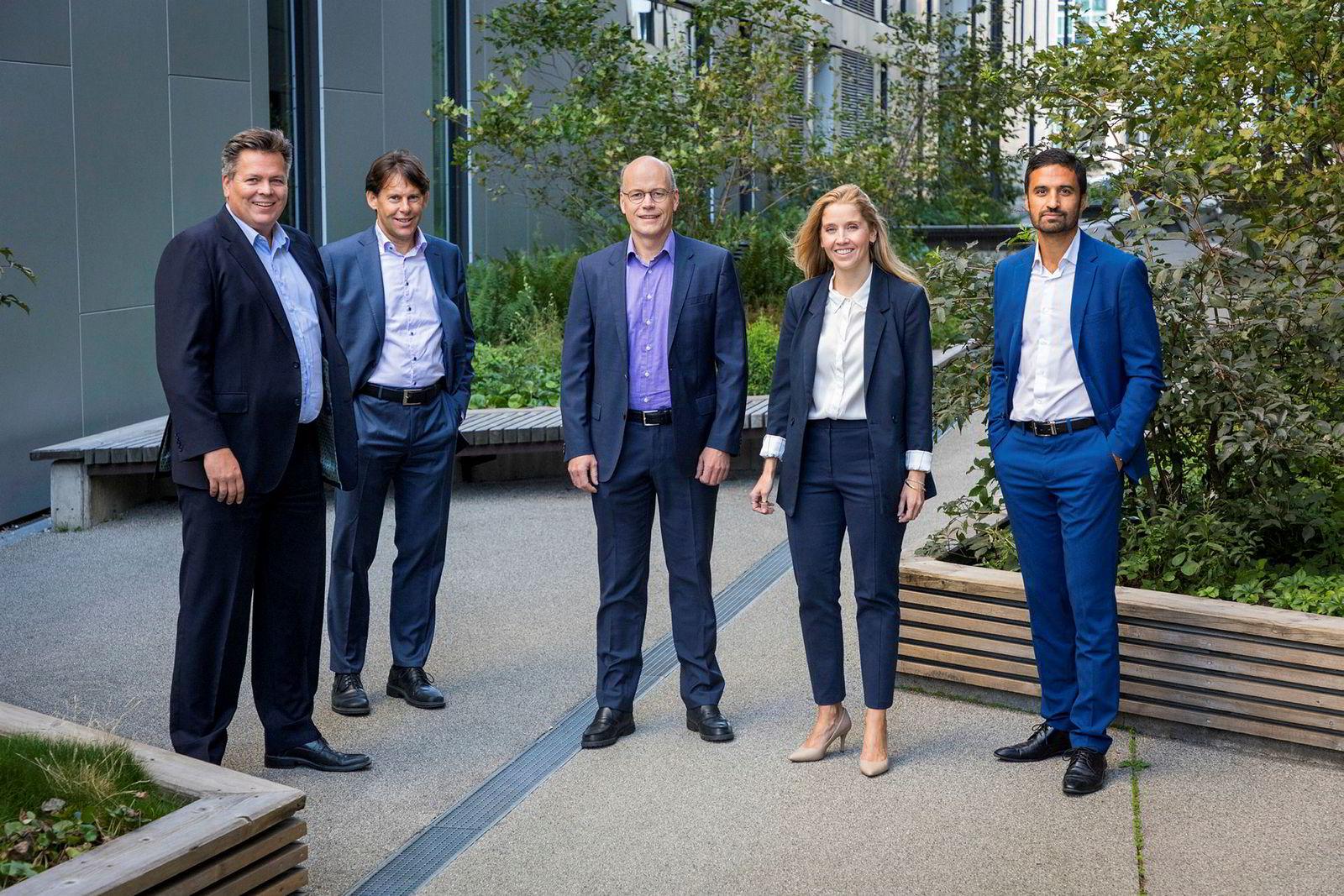 Fra venstre, Torje Gundersen, Kevin Dalby, Kjartan Farestveit, Anette Hjertø og Shakeb Syed i forvaltningsteamet til DNB Asset Management.