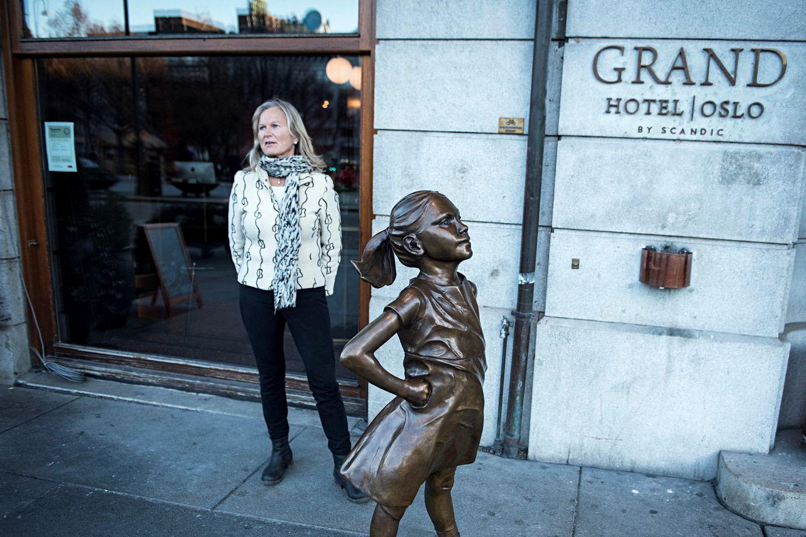 Kristin Krohn Devold i NHO Reiseliv mener dommen fra lagmannsretten i Sverige er nedslående. Hun vil ha forbud mot prisparitetsklausuler mellom hoteller og nettreisegigantene også i Norge.